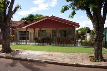 Alugar Casa / Padrão em Toledo. apenas R$ 340.000,00