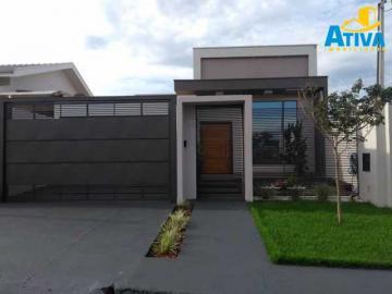 Alugar Casa / Padrão em Assis Chateaubriand. apenas R$ 450.000,00
