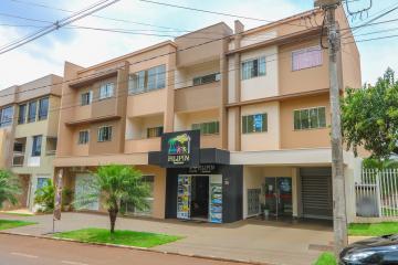 Apartamento / Padrão em Toledo Alugar por R$1.320,00