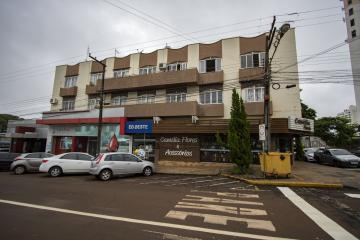 Apartamento / Padrão em Toledo Alugar por R$600,00