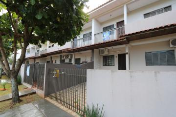 Alugar Apartamento / Padrão em Toledo. apenas R$ 600,00