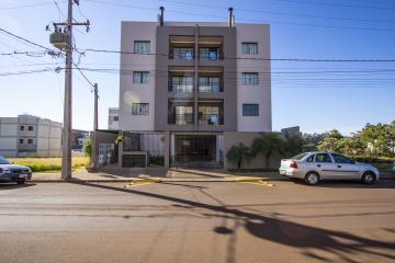 Apartamento / Padrão em Toledo Alugar por R$1.200,00