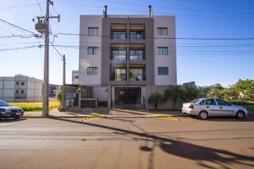 Apartamento / Padrão em Toledo Alugar por R$1.300,00