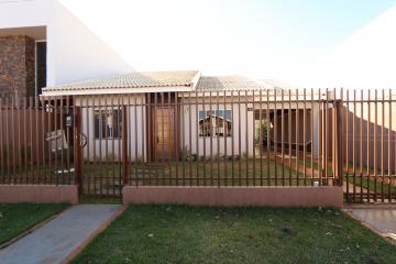 Alugar Casa / Padrão em Toledo. apenas R$ 1.700,00