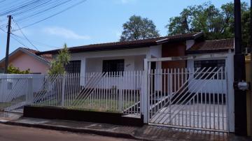 Alugar Casa / Padrão em Toledo. apenas R$ 1.200,00