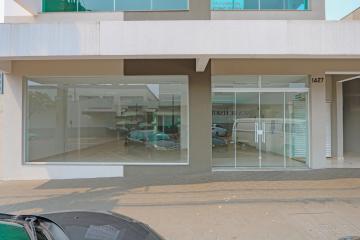 Comercial / Sala em Condomínio em Toledo Alugar por R$1.800,00
