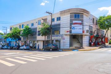 Apartamento / Padrão em Toledo Alugar por R$770,00