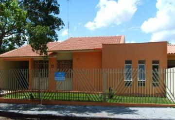 Alugar Casa / Padrão em Toledo. apenas R$ 1.300,00