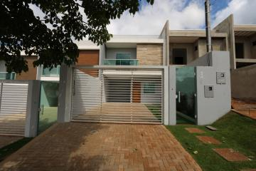 Alugar Casa / Sobrado em Toledo. apenas R$ 440.000,00