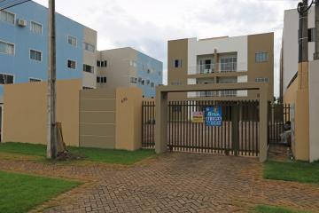 Apartamento / Padrão em Toledo Alugar por R$730,00