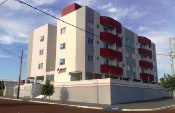 Apartamento / Padrão em Toledo Alugar por R$690,00