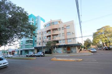 Apartamento / Padrão em Toledo Alugar por R$1.400,00