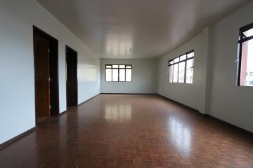 Alugar Apartamento / Padrão em Toledo R$ 750,00 - Foto 6