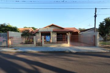 Casa / Padrão em Toledo Alugar por R$2.300,00