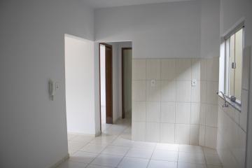 Alugar Apartamento / Padrão em Toledo R$ 680,00 - Foto 6