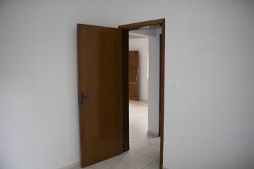 Alugar Apartamento / Padrão em Toledo R$ 680,00 - Foto 12