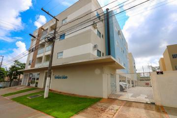 Apartamento / Padrão em Toledo Alugar por R$780,00