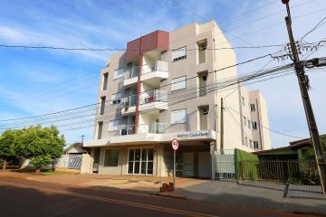 Apartamento / Padrão em Toledo Alugar por R$1.000,00