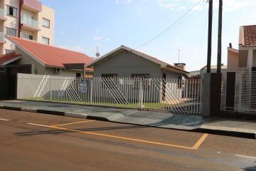 Casa / Padrão em Toledo Alugar por R$1.300,00