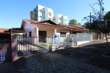 Casa / Padrão em Toledo Alugar por R$1.800,00