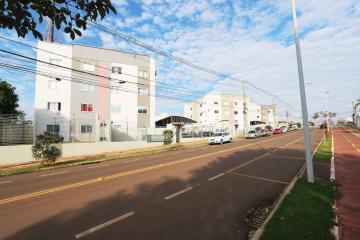 Apartamento / Padrão em Toledo Alugar por R$710,00