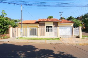 Casa / Padrão em Toledo Alugar por R$900,00
