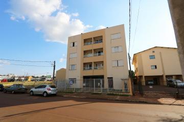 Apartamento / Padrão em Toledo Alugar por R$840,00