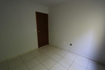 Alugar Apartamento / Padrão em Toledo R$ 990,00 - Foto 24