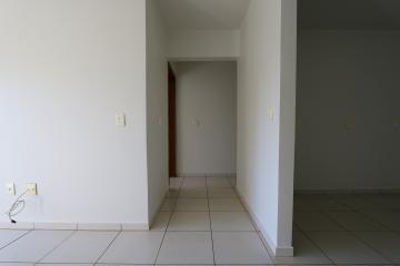 Alugar Apartamento / Padrão em Toledo R$ 990,00 - Foto 32