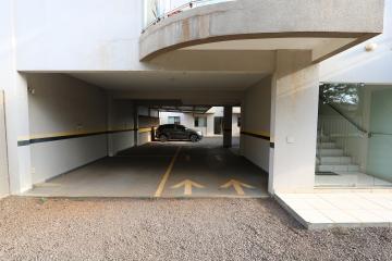 Alugar Apartamento / Padrão em Toledo R$ 950,00 - Foto 3