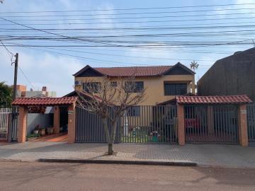 Alugar Casa / Padrão em Toledo. apenas R$ 2.000.000,00